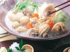 白濁スープでいただく華味鳥の絶品つくねと、かむほどに甘みを感じる鶏肉。こだわりのぽん酢も付いてます!