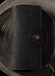 日本で1人しか作れない黒桟革の最上グレード「極」を使用した手縫い長財布。